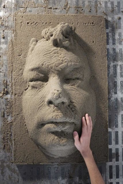 Bill, printed in sand.
